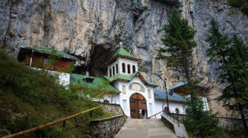Jaskinia Ialomita i pustelnia Peștera