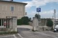 Fano, parking przy plaży